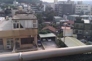 新竹食品路上的破公寓
