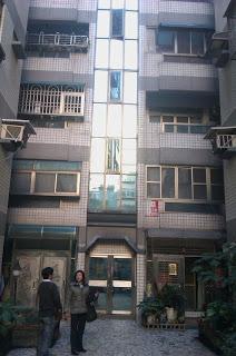 竹北文化中心附近,36坪電梯華廈,含車位,才開498萬喔!!(仲介話術篇)